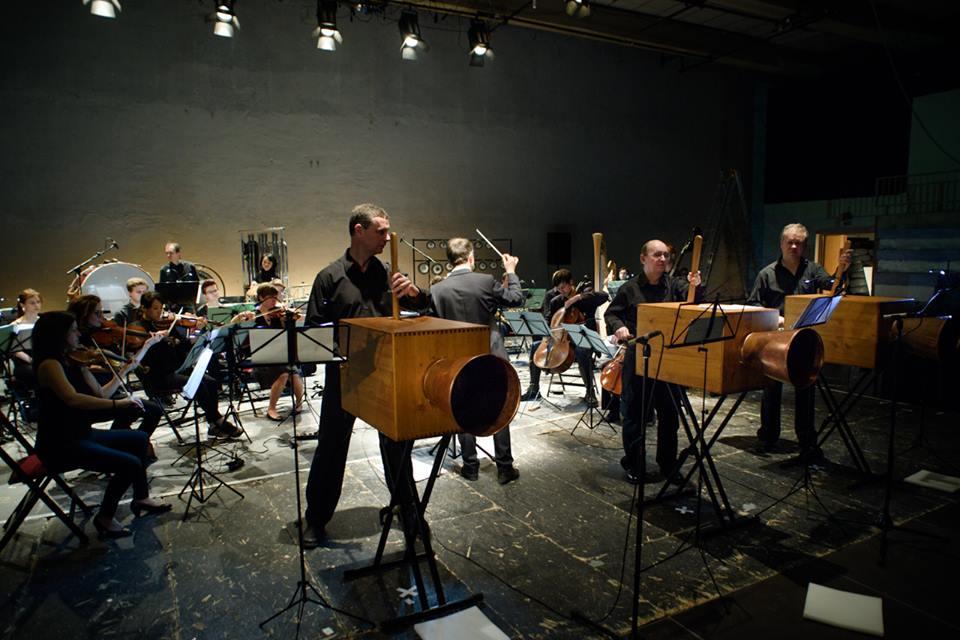 Miroslav Pudlák: Intonarumori Concerto pro hučák, vřeštník, rachotník aorchestr (světová premiéra)