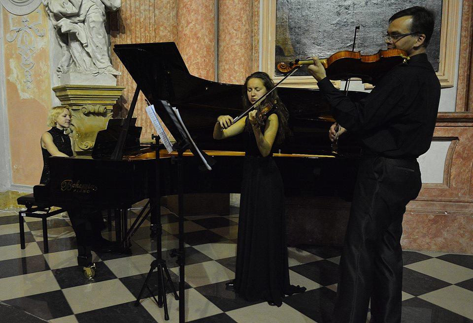 Marek Kopelent: Hudba ticha pro housle, violu aklavír (světová premiéra)