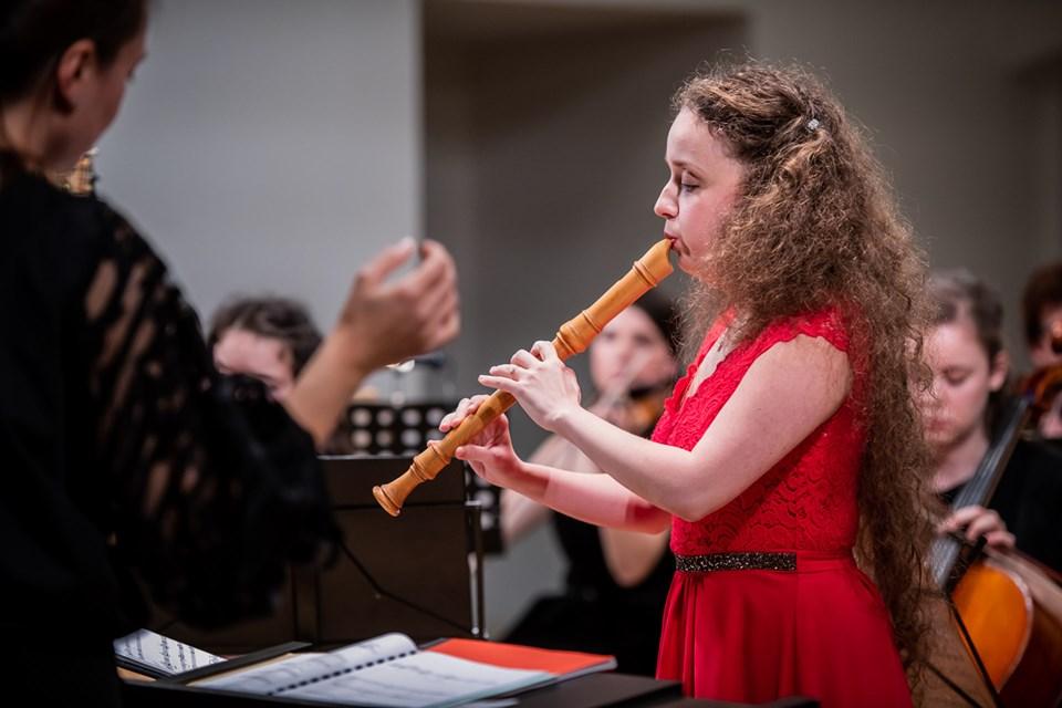 Petra Čtveráčková: Quasi lontano for recorder, harp and strings (world premiere)